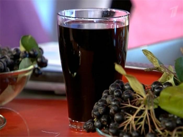 Сок из черной рябины